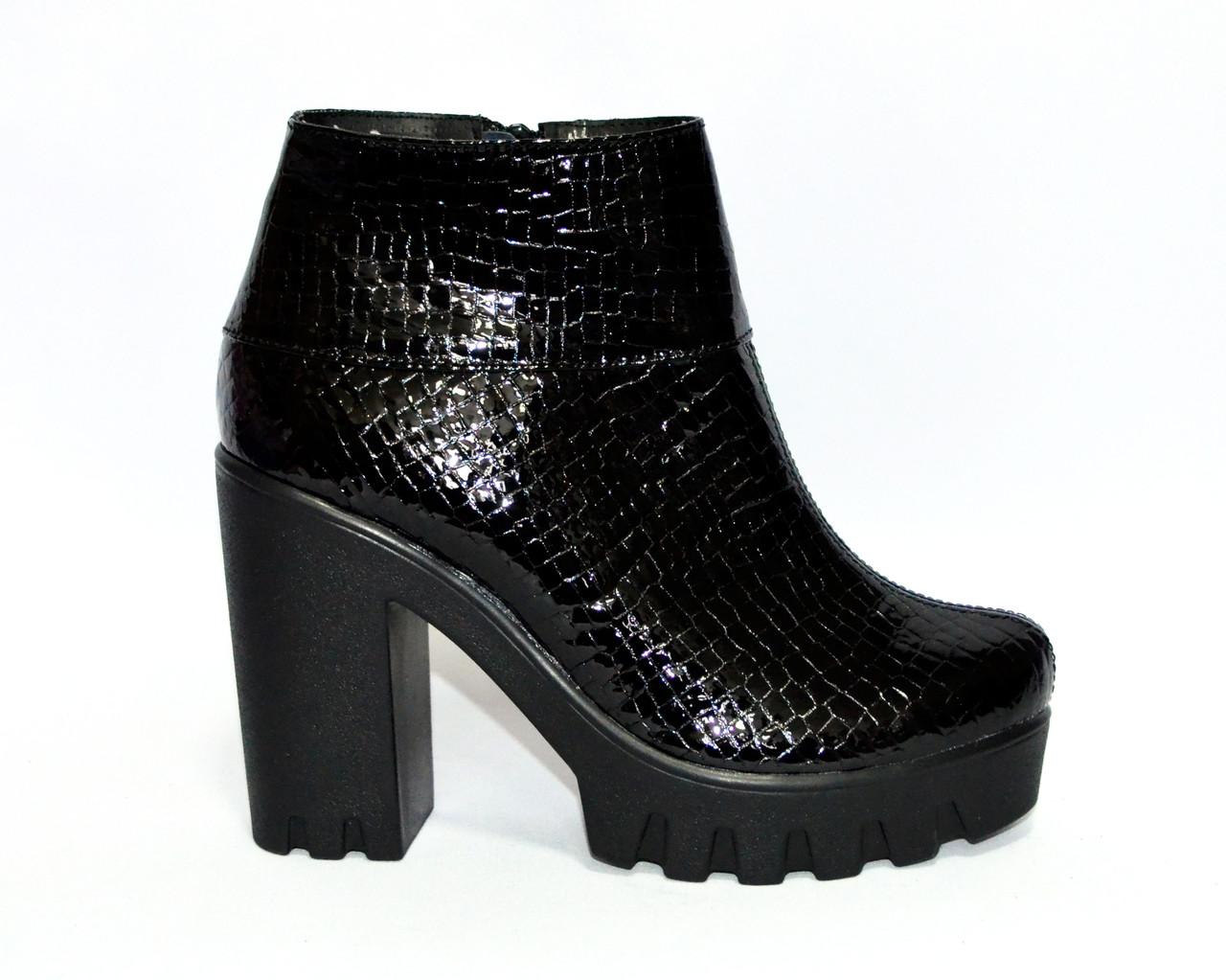 """Ботинки стильные женские зимние на тракторной подошве, кожа """"крокодил""""."""