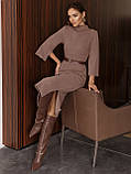 Трикотажное платье-миди приталенного кроя с поясом в комплекте, фото 3