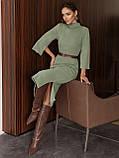 Трикотажное платье-миди приталенного кроя с поясом в комплекте, фото 10