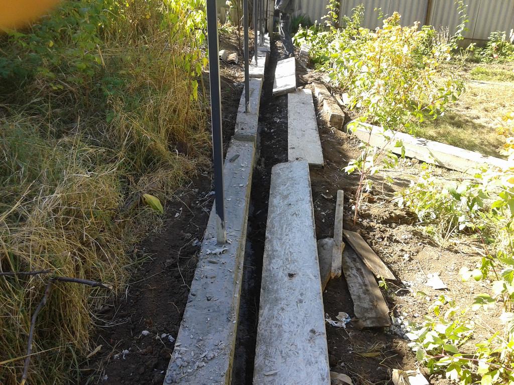 В опалубку был залит бетон, после его полного застывания опалубка демонтируется