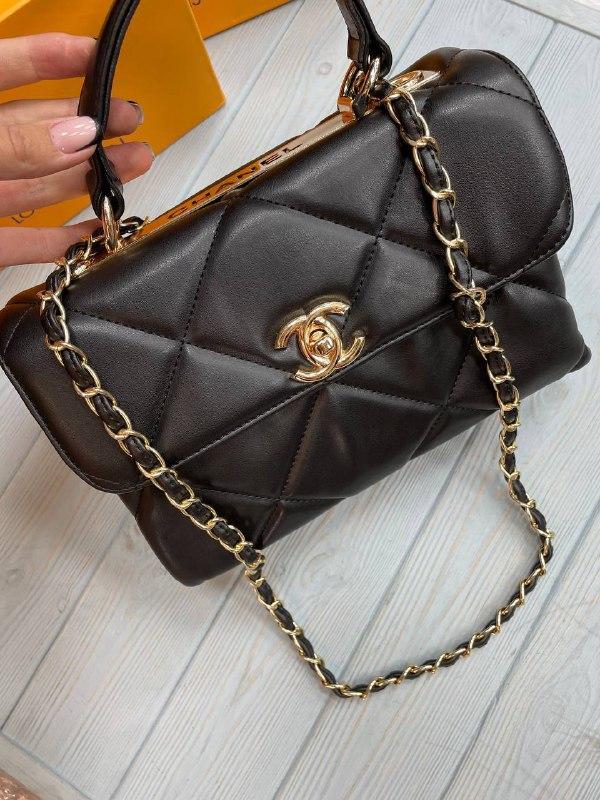 Жіноча сумка Шанель репліка в чорному кольорі