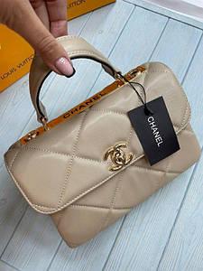 Жіноча сумка Шанель репліка в бежевому кольорі
