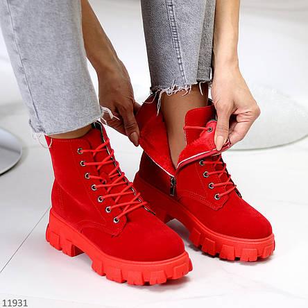 Яркие красные замшевые женские зимние ботинки молния+шнуровка низкий ход, фото 2