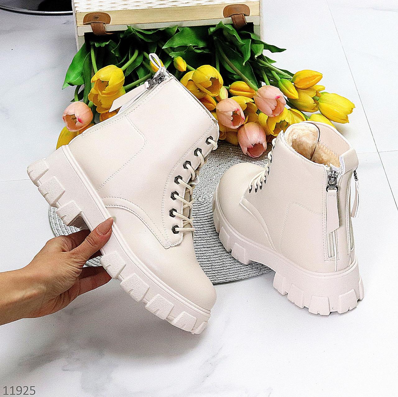 """Дизайнерські жіночі бежеві зимові черевики """"мартинсы"""" ззаду на блискавці + шнурівка"""