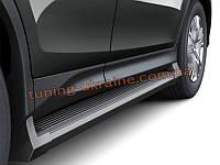 Черные боковые пороги оригинал на Toyota RAV 4 2013+
