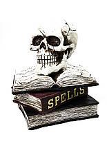 """Керамическая фигура на Хэллоуин светящийся череп на книгах """"Spells""""  26*20 см"""