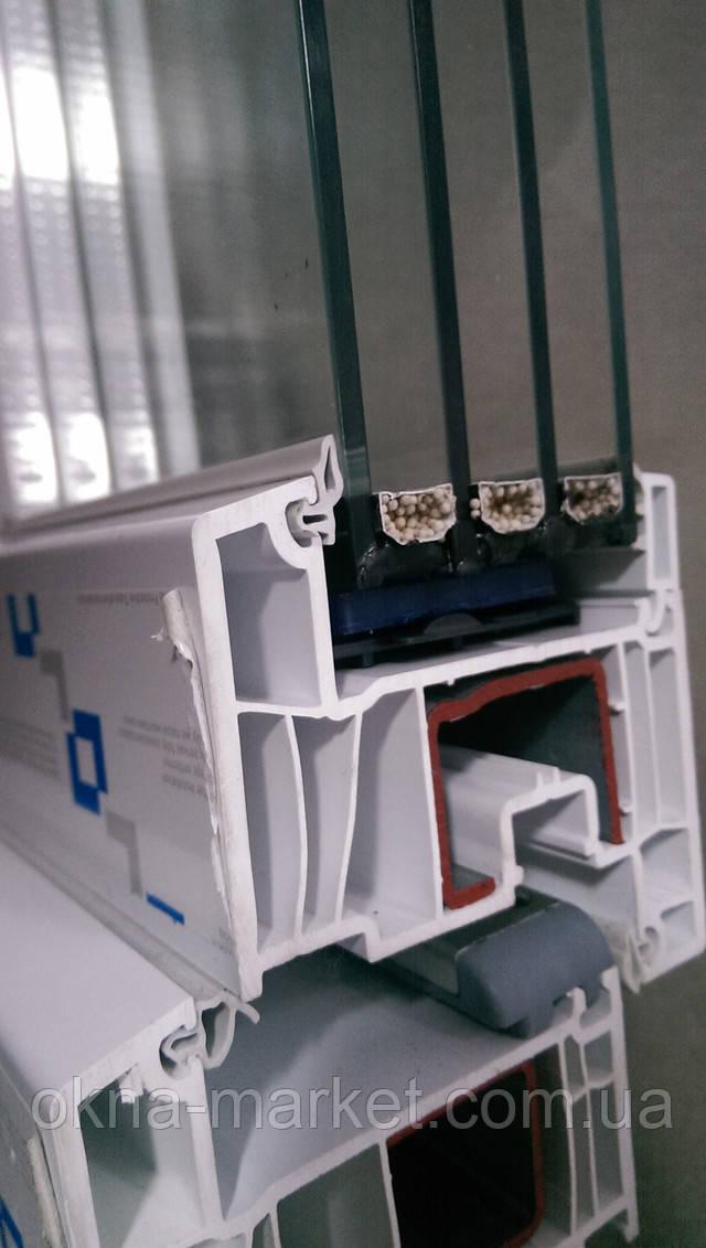 Окно с фрамугой Decco 82