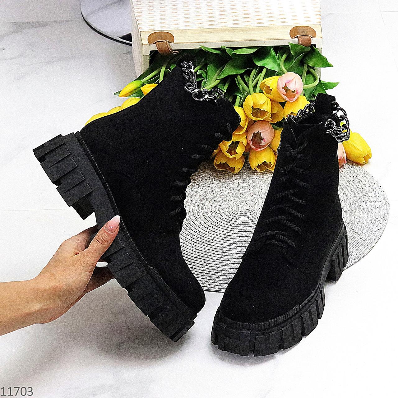 Трендові жіночі зимові чорні замшеві черевики на товстій тракторній підошві