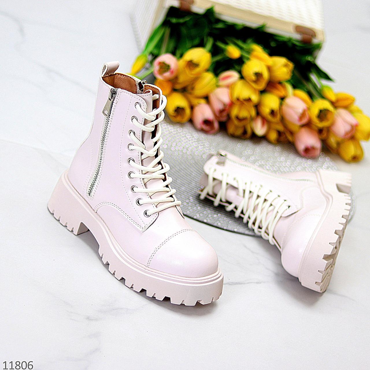 Трендові бежеві жіночі зимові черевики на товстій тракторній підошві
