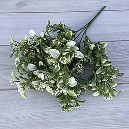 Искусственные цветы Букет самшит  с ягодой 35см  белый
