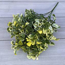 Искусственные цветы Букет самшит  с ягодой 35см  желтый