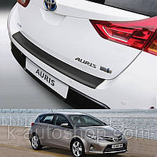 Пластикова захисна накладка на задній бампер для Toyota Auris 5dr 2013-2015