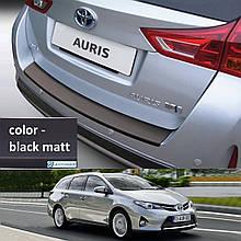 Пластикова захисна накладка на задній бампер для Toyota Auris Touring Sports 2013-2015