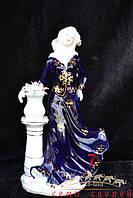 Дама в синем платье, вазон с цветами 29х16