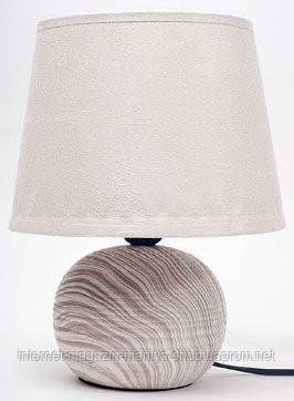 Лампа с абажуром