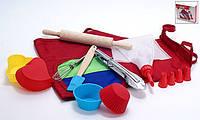Детский набор для выпечки (10предметов): 1шт фартук; 4шт мини-форм для выпечки; 1шт мини-щипцы стальные; 1шт веничек; 1шт скалка; 1шт мини-лопатка