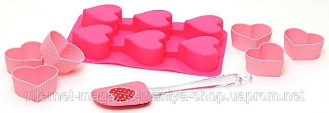 Набор для выпечки (8 предметов): 1 форма для выпечки с 6 ячейками 26x16.5x3см, 6 формочек для кексов в форме сердца 7x8x3.5cм, лопатка 25x5cм