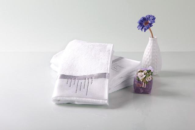 Бамбуковое полотенце со стразами 30x50 см цвет белый