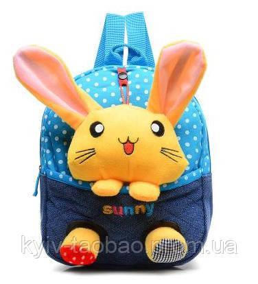 Детский рюкзак с игрушкой голубой, зайчик