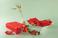 Полотенце с оригинальными разноцветными шариками 50x90 см цвет красный