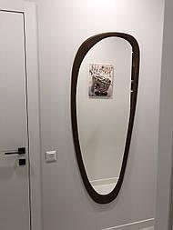 Дзеркало настінне в різьбленій дерев'яній рамі