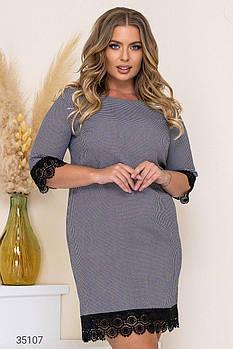Стримане сукня-футляр з обробкою мереживом з 50 по 60 розмір