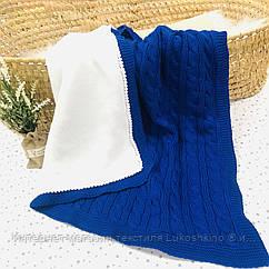 Плед вязанный утепленный синего цвета с помпончиками 95*75 см (90% хлопок, 10% акрил)