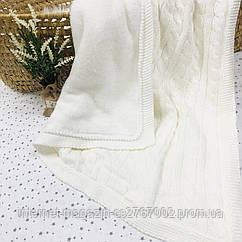 Плед вязанный утепленный молочного цвета с помпончиками 95*75 см (90% хлопок, 10% акрил)