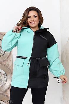 Демисезонная двуцветная куртка с капюшоном и накладными карманами с 48 по 70 размер