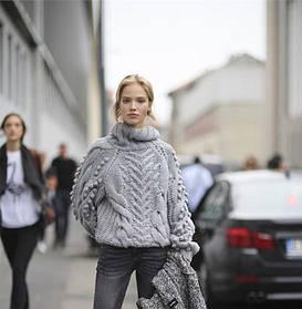 Сочетание утонченной элегантной женской одежды серого цвета
