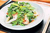 Салат с кальмаром и креветками
