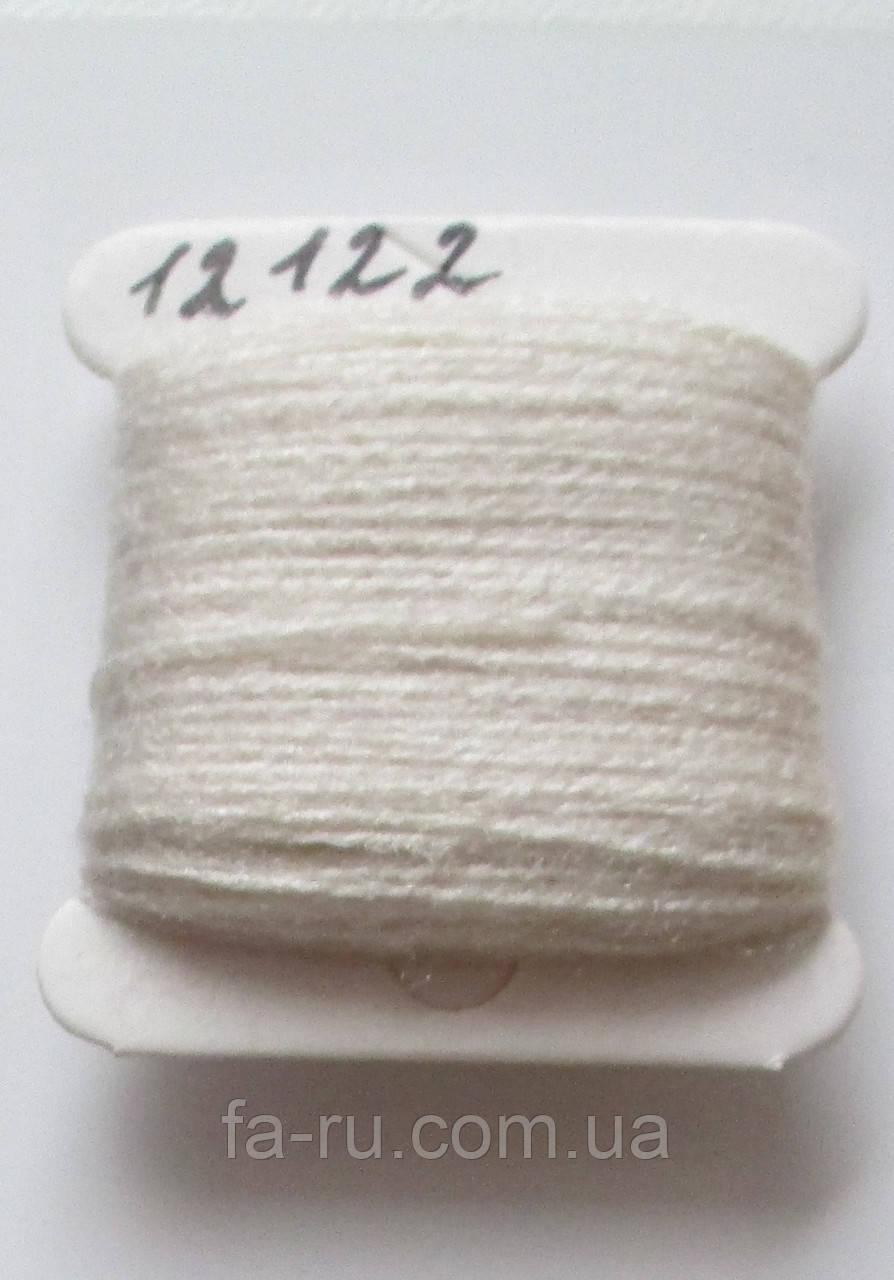 Акрил для вышивки: слоновая кость