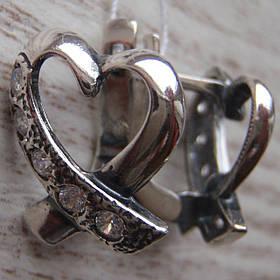 Серебряные серьги в виде сердечек со вставками из фианита