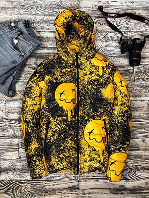 Куртка мужская с капюшоном демисезонная молодежная с принтом черно-желтого цвета теплая  короткая