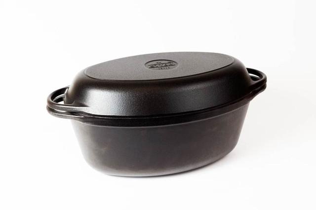 Гусятница  чугунная  эмалированная, матово-чёрная. С чугунной крышкой-сковородой. Объем 9,0 литра.