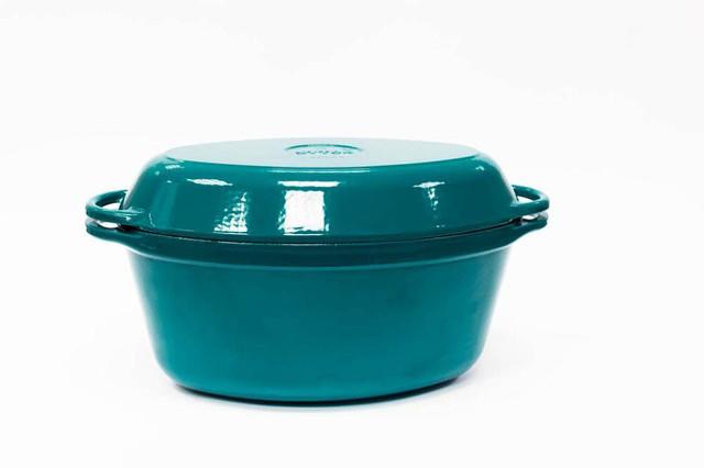 Гусятница  чугунная  эмалированная, цветная глянцевая. С чугунной крышкой-сковородой.Объем 9,0литра.
