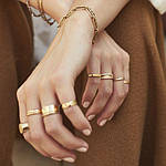 Кільця з медичного золота - гідна прикраса на будь-який випадок