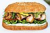 Сандвич с беконом и копченой курицей