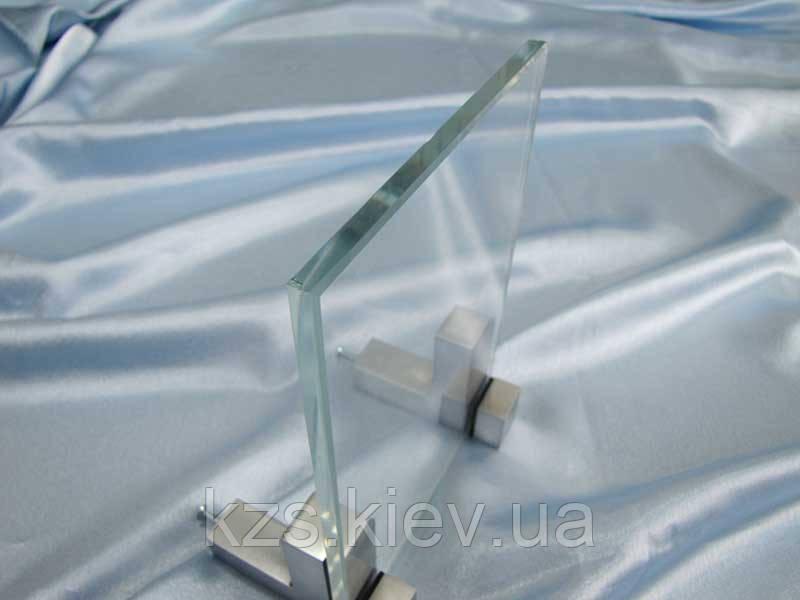 Стекло сверхпрозрачное закаленное 10 мм