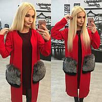 Кашемировое пальто ниже колена с натуральным мехом чернобурки на карманах, красный цвет