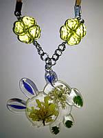Кулон из цветов и ювелирной смолы