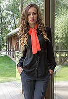 Красивая черная женская блуза с красным галстуком