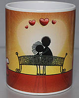 Чашка LOVE на скамейке