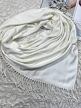 Женский кашемировый однотонный белый платок с бахромой 100х95 см (цв.3)
