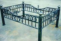 Кованая оградка на кладбище