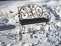 Кованая лавочка на кладбище
