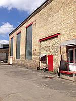 Особенность склада в большом объеме на один квадратный метр, общий объем составляет 2500 куб. м , есть подсобн