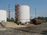 В резервуарах большого объема во избежание недопустимых: деформаций грунта в месте примыкания стенки резервуар