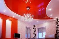 Натяжные потолки в гостинной