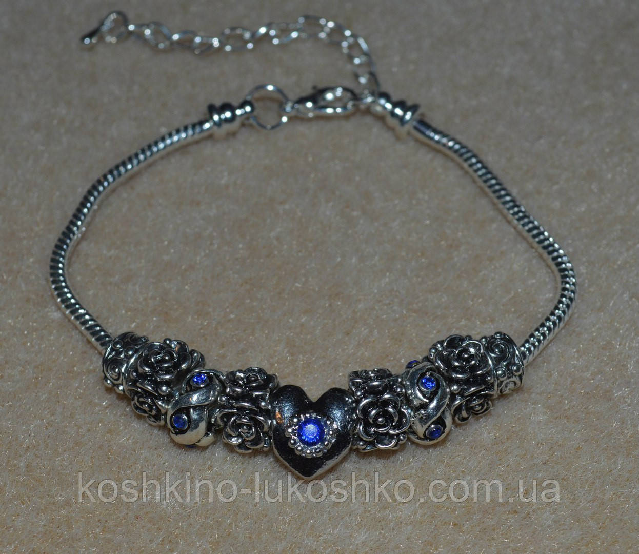 браслет в стиле Пандора с бусинами с синими кристалами